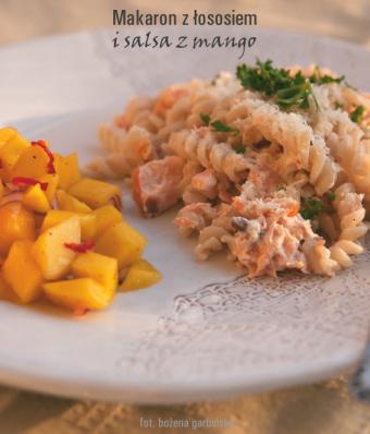 Makaron z łososiem i salsa z mango