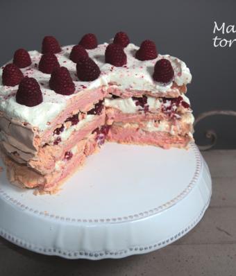 Malinowy tort bezowy