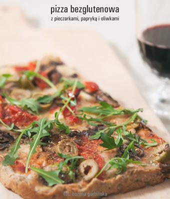 Pizza bezglutenowa z pieczarkami, papryką i oliwkami