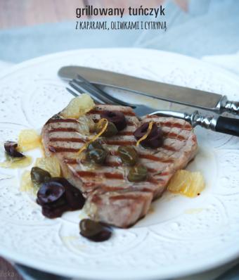 Grillowany tuńczyk z kaparami, oliwkami i cytryną
