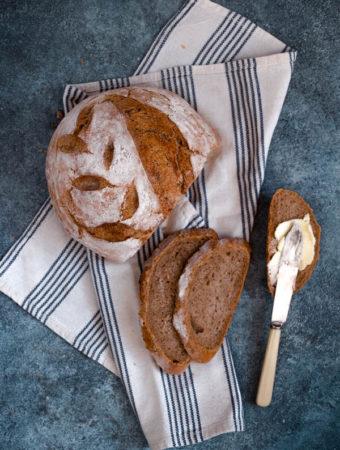 Chleb orkiszowy na suchym zakwasie żytnim